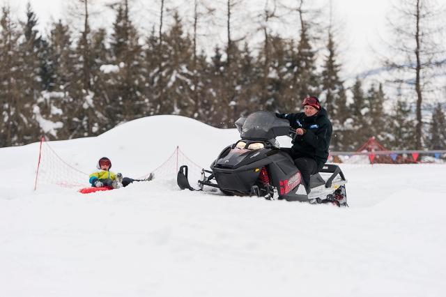 kulig-za-skuterem-snieznym